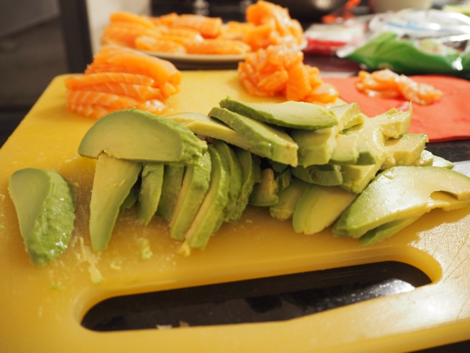 avocado salmon diy sushi